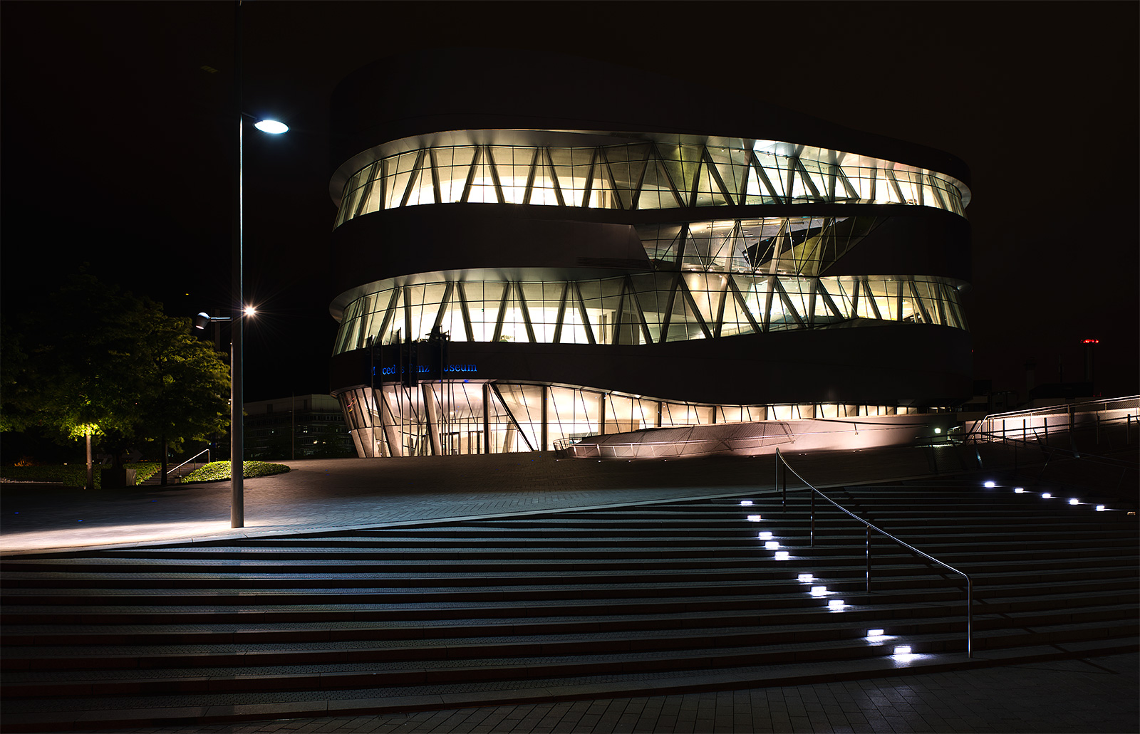 Stuttgart, mehr Mercedes Museum